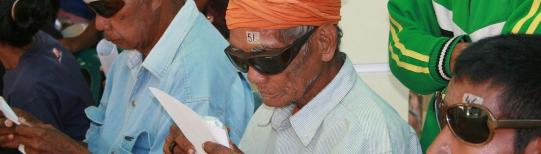 Post-op cataract patients can read the post-op eye care instructions - a good sign!